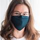 Dunkelblaue Stoffmaske mit Vliesfilter perfekt geeignet für Brillenträger.